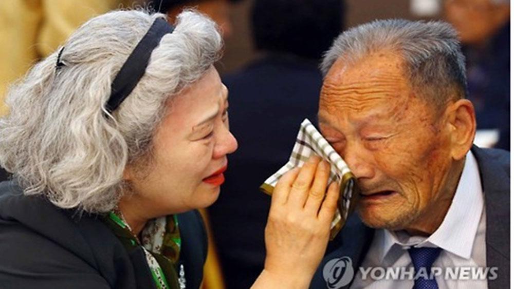 Đoàn Hàn Quốc tới điểm tập trung chuẩn bị cho cuộc đoàn tụ gia đình ly tán
